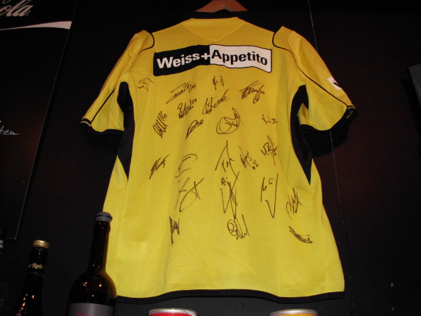 Trikot Saison 2012/13 signiert (Geschenk von Fredy Bickel und Albi Staudenmann)